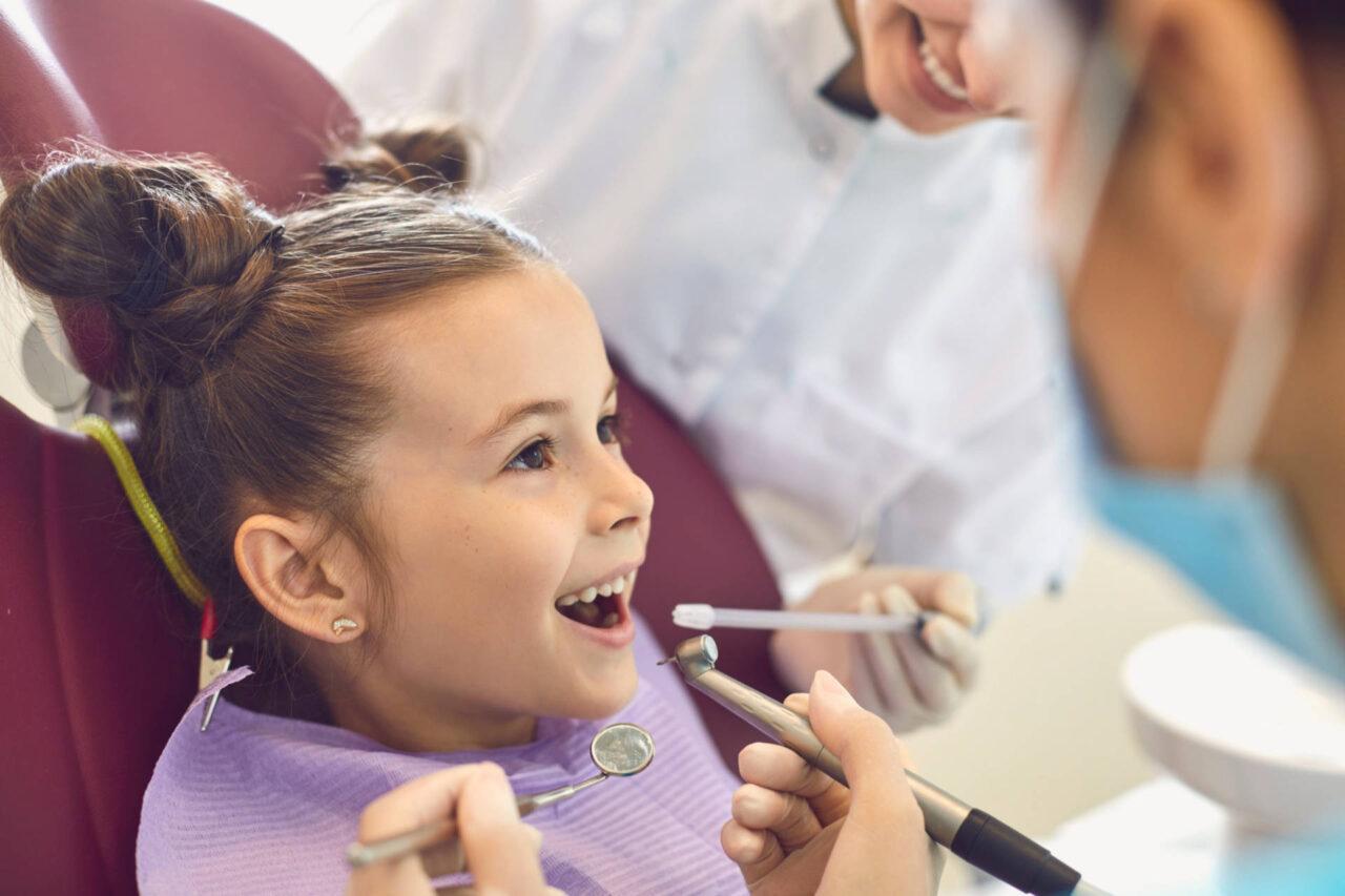https://ars-dentalis.com/wp-content/uploads/2020/12/djecja-stomatologija-3-1280x853.jpg